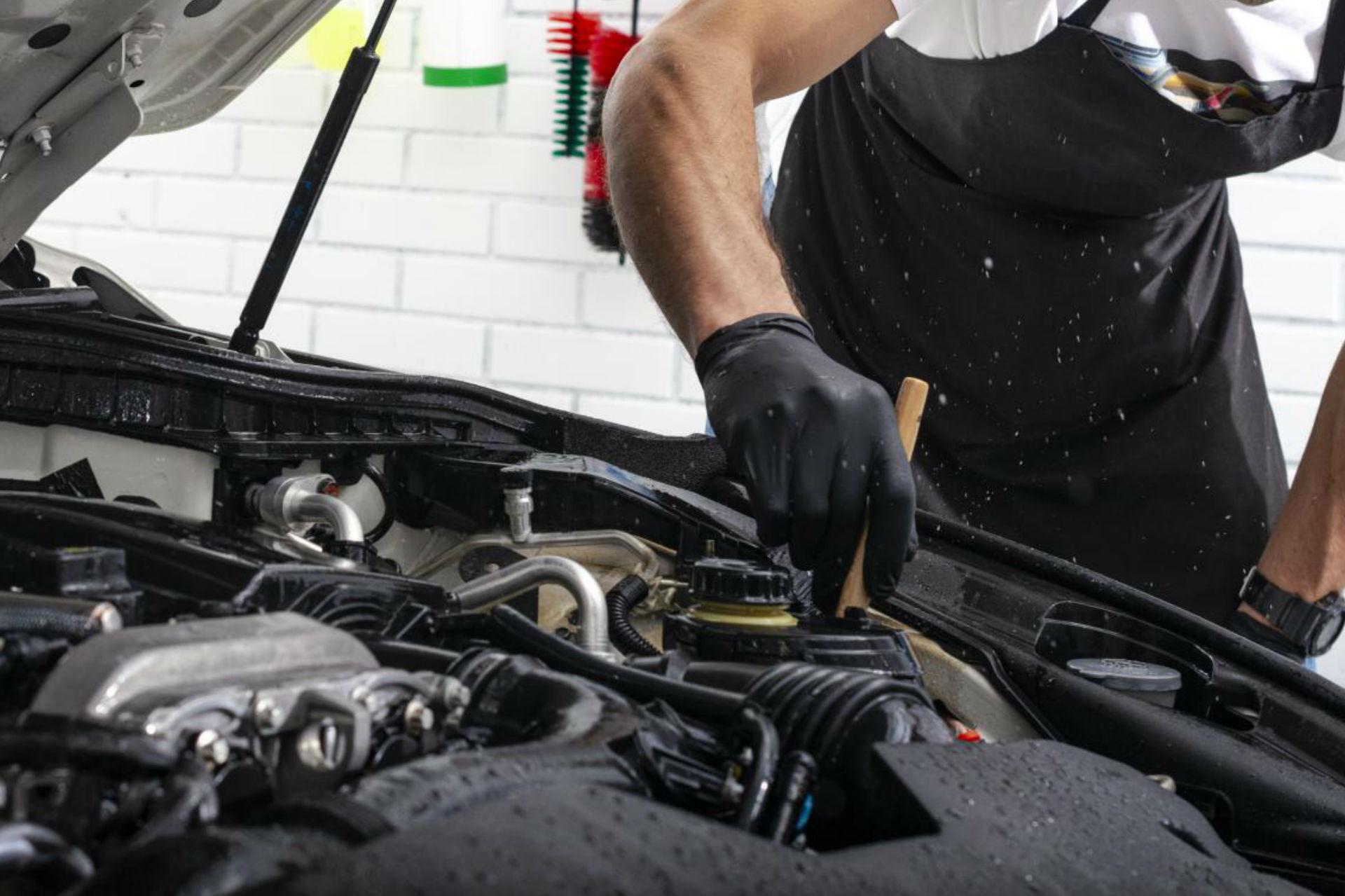 car-detailing-maintenance-cleaning-engine-high-MBP8UW7-cuad