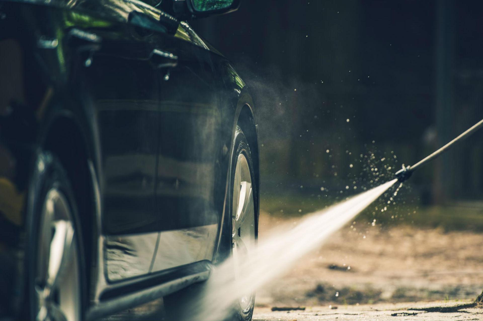 detailed-car-washing-PQEE2QY